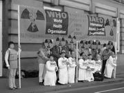 """Демонстранти під час конференції """"Схід-Захід"""", Відень, Австрія, 28 травня."""
