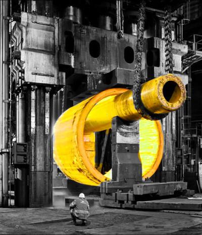 Розпечений метал. Завод Ле-Крезо є одним з небагатьох підприємств в світі, здатних виробляти деталі, необхідні для виготовлення основних компонентів ядерних островів. Проте, суттєві аномалії, які виявили в деталях, вироблених в кузні, поставили якість її продукції під питання. Джерело: ASN